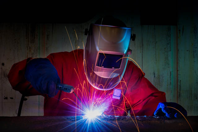 Serrurier constructeur en atelier